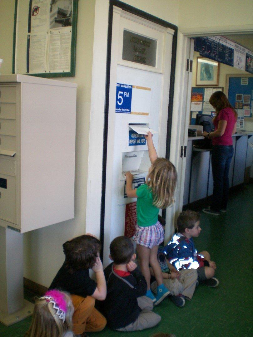 preschool post office field trip (2)